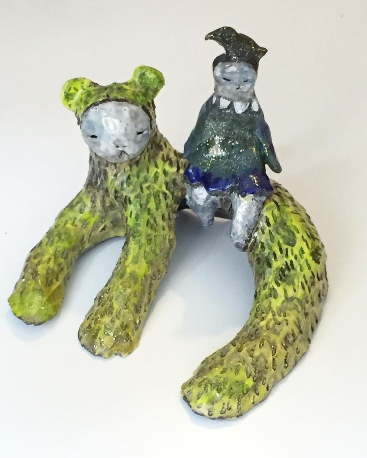 ceramic sculpture by @zebrakadebra