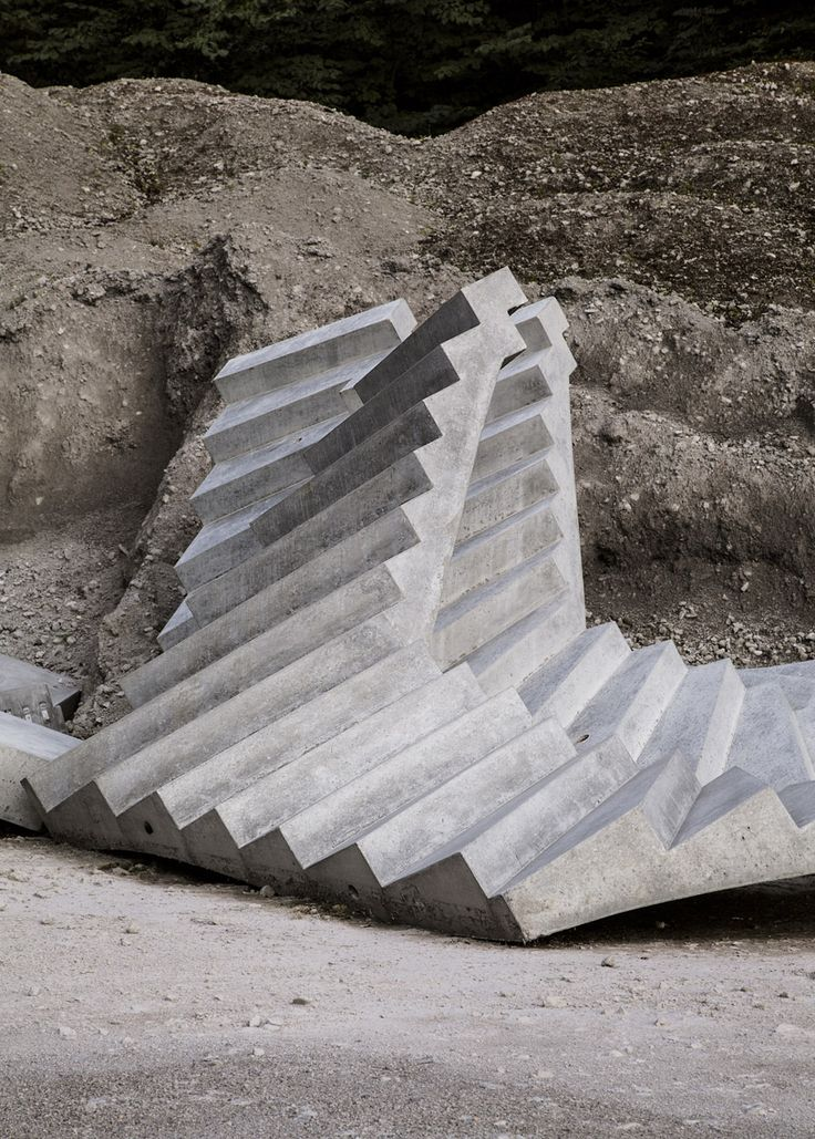 Delphine Burtin invites to engage in a metaphorical exploration of ourselves