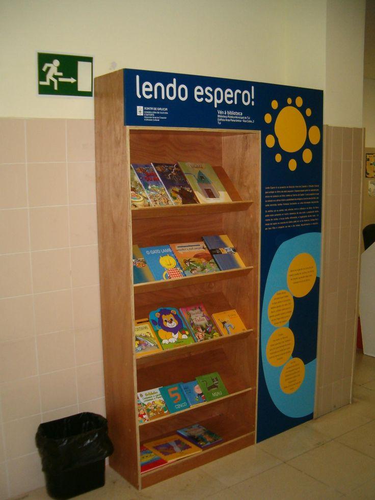 Lendo espero no Centro de Saúde de Ribadavia, xestionado pola Biblioteca