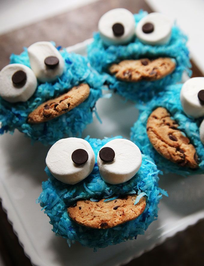 Cookie Monster Cupcakes--Find out how to decorate these kooky Cookie Monster cupcakes on PBS Parents' Kitchen Explorers blog.