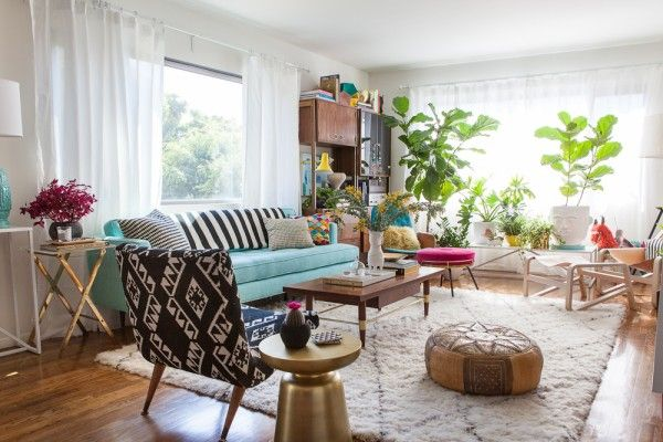 Fresh bohemian living space full of light, pretty pastels and eclectic prints. Love the rug, indoor plants and Moroccan leather pouf.