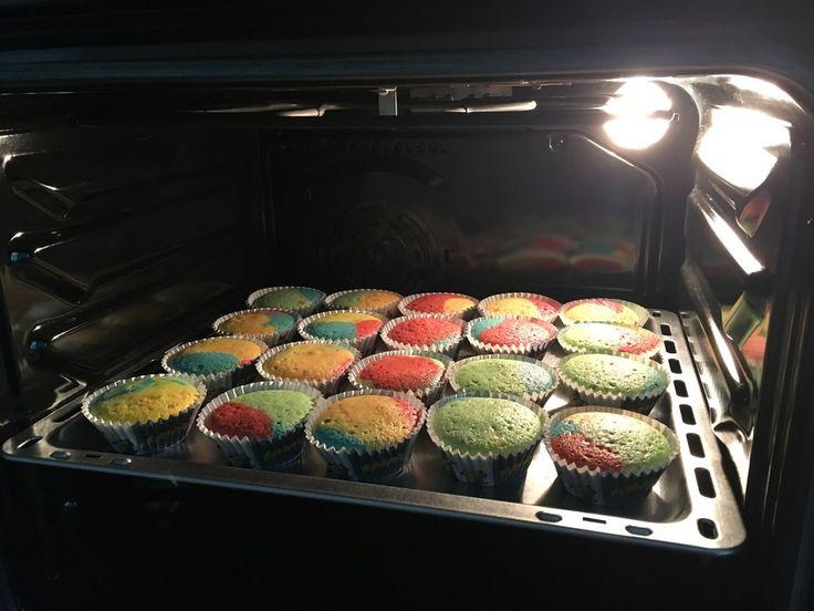 Papageienkuchen mit saurer Sahne, ein gutes Rezept aus der Kategorie Kuchen. Bewertungen: 44. Durchschnitt: Ø 4,4.
