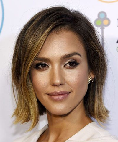 Jessica Alba's wavy bob is the ultimate relaxed style.
