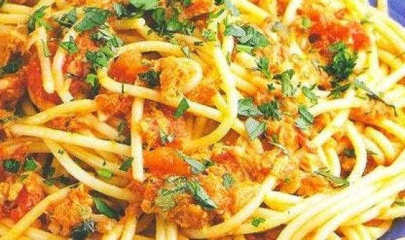 Spaghetti alla carrettiera, ricetta originale romana: Funghi e tonno per un primo piatto completo, gustoso e appetitoso,