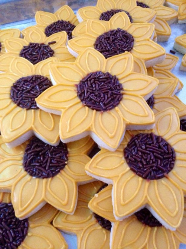 Sunflower Decorated Sugar Cookies - 12 Pieces by KJ Cookies on Gourmly