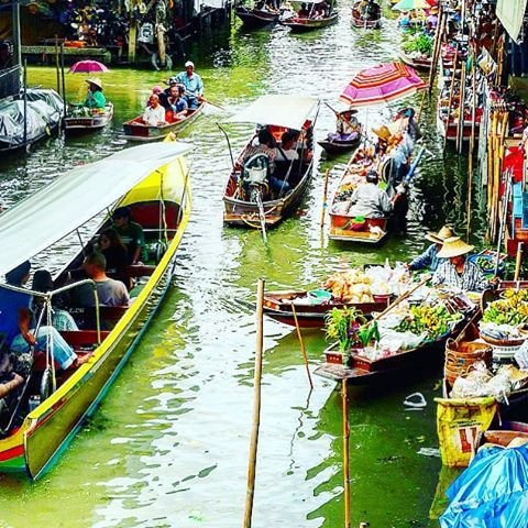 A colorful morning at the floating market of Damnoen Saduak, where locals paddle and peddle along canals, selling food, fruits and vegetables to shoppers on boats and the banks. #KeepCalmAndJasTravel