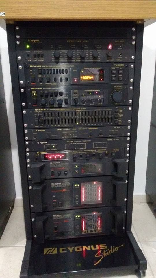 System set By Cygnus - a high end audio manufacturer in Brazil back on 80's. Unfortunately I've never owned one of it.