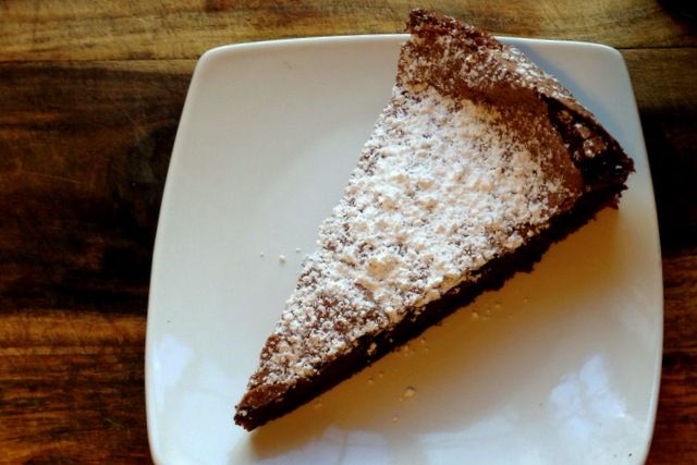 Flourless Chocolate Olive Oil Cake #weolive #glutenfree