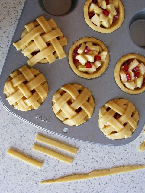 La asaltante de dulces: Receta de mini pies de manzana, granada y canela/ Apple pomegranate & cinnamon little pies in the making