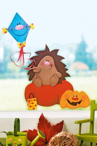 Dieses Igel-Fensterbild holt Herbststimmung ins Kinderzimmer. I © 2014 OZ-Verlags-GmbH