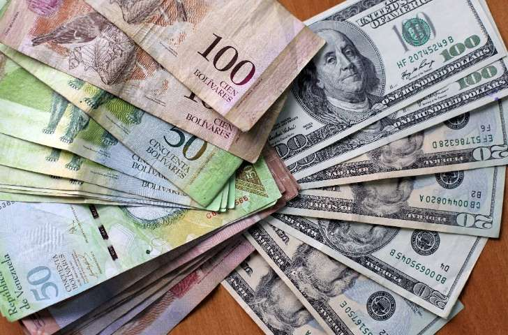 """<p>El presidente de Venezuela, Nicolás Maduro, anunció este lunes una nueva tasa de cambio para aumentar la oferta de dólares al sector privado y """"vencer"""" al dólar negro.</p>"""