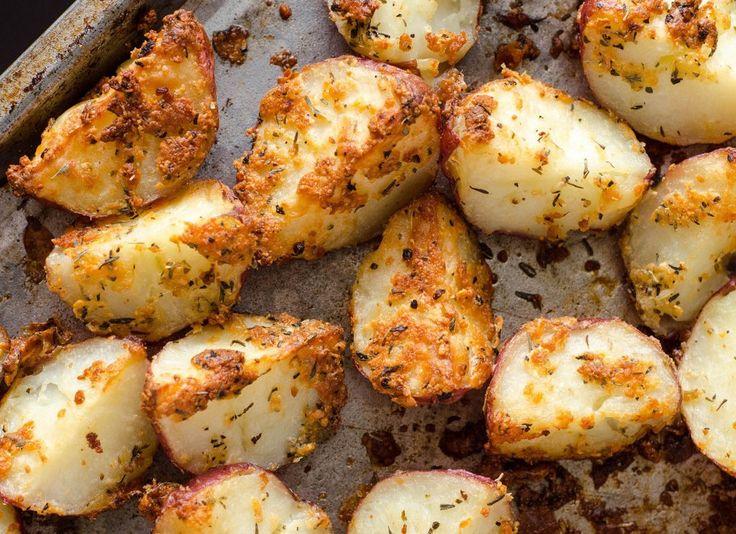Vous cherchez un accompagnement facile à préparer pour votre repas? Essayez cette recette très simple de patates rouges rôties aux herbes!