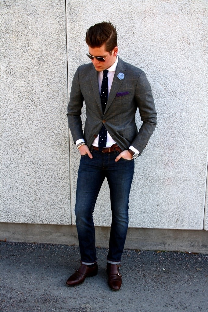 ジャケットとジーンズメンズ着こなしJacket, jeans and tie.