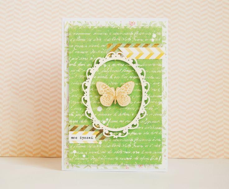 Witajcie! Pierwsze oznaki wiosny już za nami!  Pora więc na kolejne! Nie spotkałam jeszcze żadnego motyla, więc postanowiłam, że pojawi się u mnie chociaż na kartce. Postanowiłam na soczyste kolory i prostotę. Zielony papier pochodzi z wiosennej kolekcji UHK...
