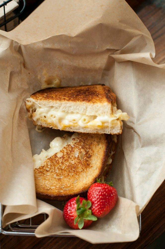 Macaroni grilled cheese sandwich