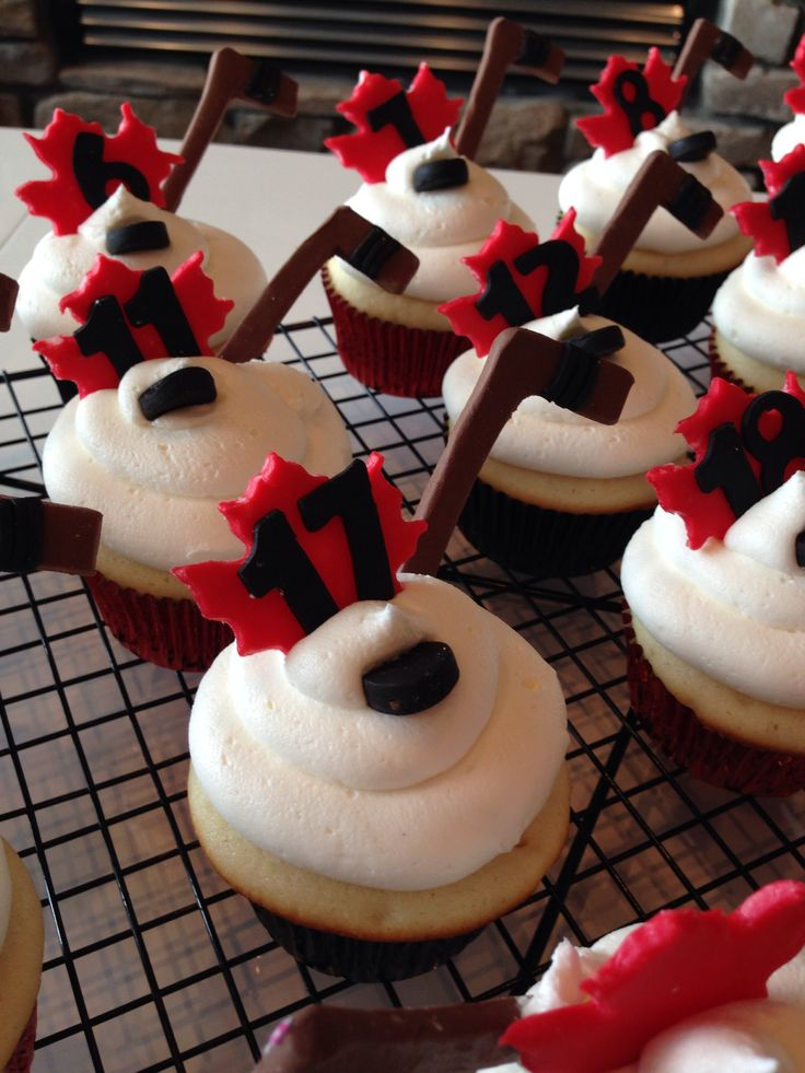 17 Best images about Hockey cakes n cupckaes on Pinterest ...