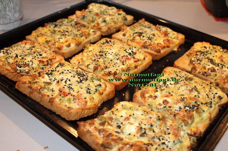 Kahvaltilik Yumurtali Peynirli Ekmek Dilimleri