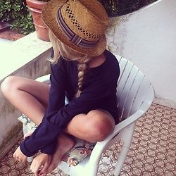 The short dress, the braid, the hat. Summer laid-back fun.