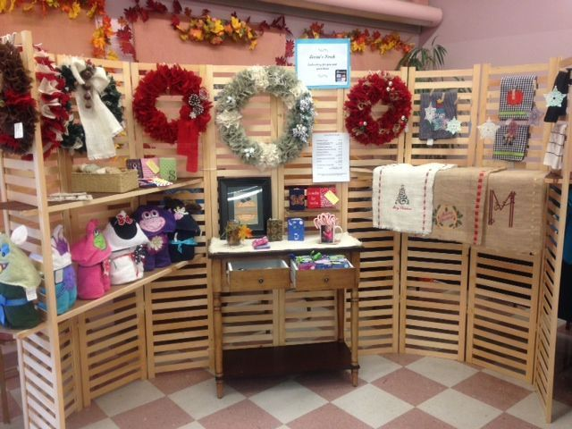 12 best displays for wreaths images on pinterest craft for Ohio holiday craft shows