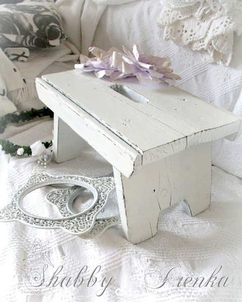 .love the little bench