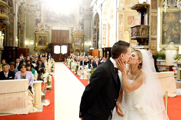 Santo Spirito in Sassia, lovely church in Rome - wedding Photography by Fibre di Luce #rome #church #italy #kiss http://fibrediluce.blogspot.it/2012/12/andrea-e-valentina-21-luglio-2012.html