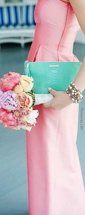 お呼ばれドレスも華やかに♡普段着にも使えるおしゃれなクラッチバッグCollection♡にて紹介している画像