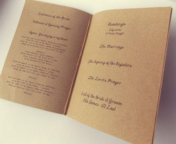 Orde van dienst / orde van de dag boekjes, voor kerk massa, bruiloft programma.  Gedrukt op gerecycleerd bruin Kraft kaart, met afgedrukt kraft papier.  Met de leukste kant bunting aan de bovenkant. Perfect voor een rustieke bruiloft deze zal helpen verbeteren van het thema van uw bruiloft.  Formaat A5 (gevouwen A4): metingen - 21cm x 14,5 cm / 8,5 inch x 5.5   Deze kaarten kunnen ook worden gebruikt als menus...  3,00 pond elk (tarifering in GBP)  Prijs uitsplitsing: Orde van dienst…