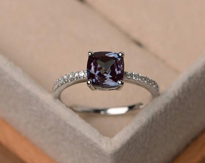 Anillo de Alejandrita, anillo de compromiso corte de cojín, color cambiante anillo, plata de anillo de piedra