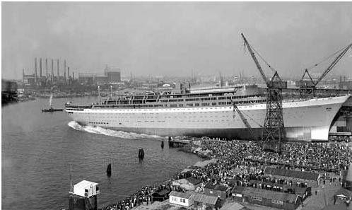 Hier wordt de ss Rotterdam in het water gelaten op 13 september 1958