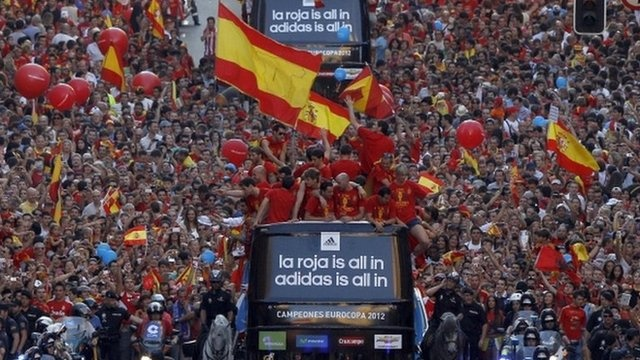 BBC News - Victorious Spain football team welcomed by thousands