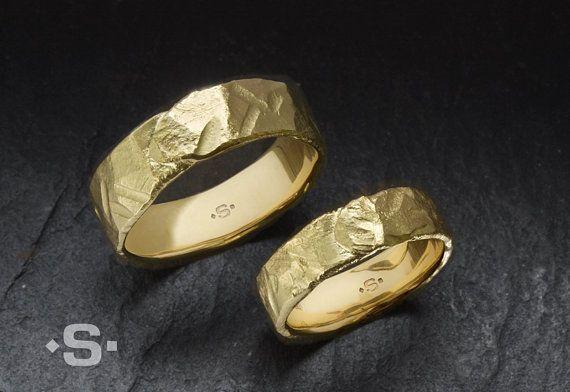 Trauringe Eheringe Gold 750 Goldring gehämmert. von Silberprinz