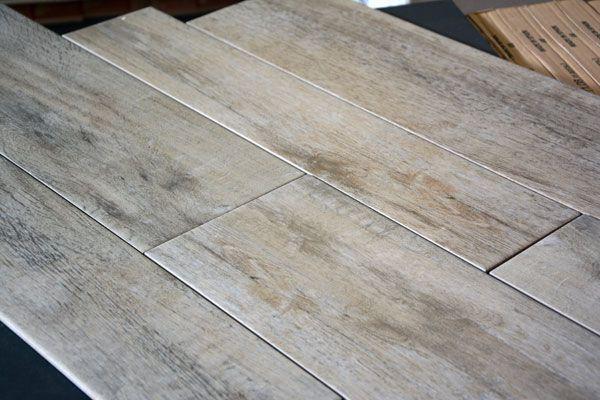 """Goedkope houtlook tegels """"Keramisch parket"""" houtnerf stroken hout Castelvetro vloertegels badkamer"""
