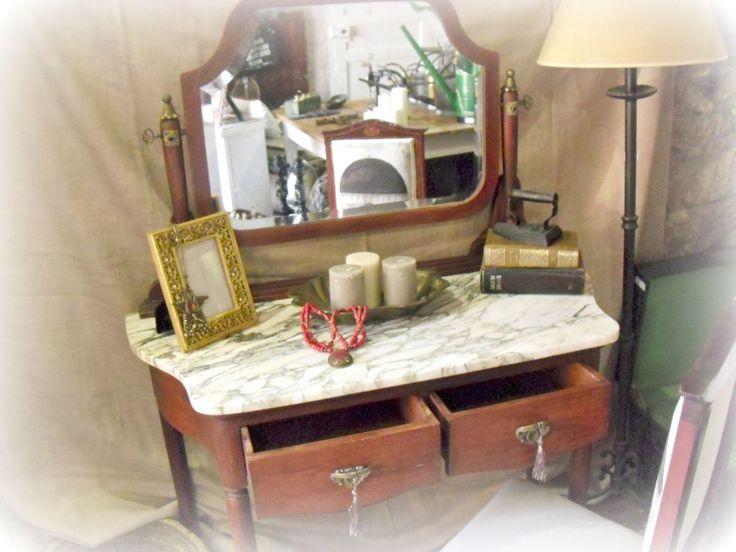 Tocador con espejo  vintage restaurado