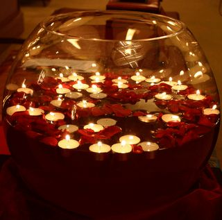<3 Floating candles and rose petals...very peaceful (romantic)