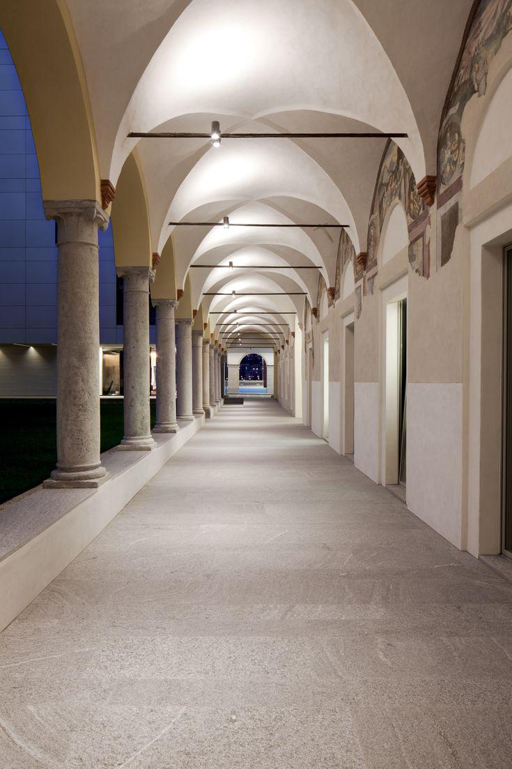 Sandra Giraudi, Thomas Radczuweit, restauro dell'ex convento di Santa Maria degli Angeli a Lugano, 2014. Veduta del portico (Foto: Isabella Sassi Farias)