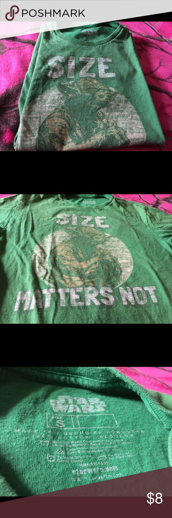 """Pre-owned small Star Wars Yoda t-shirt First and foremost; please view pics for best description as there is wear on this shirt. Pic of Yoda is a little faded I feel. My son absolutely loves this shirt. Solid green shirt w/small hole on the back (shown in pic).  On the front is Yoda along with the saying ;""""SIZE MATTERS NOT"""".  Very cute and perfect for any Star Wars/Yoda fan.      Measurements:  pit 2 pit: approx. 17"""" across and length (pit 2 bottom of shirt): approx. 15 1/2"""". Star Wars…"""