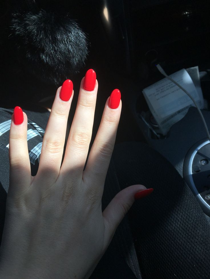 Oval OPI- Coca Cola Red . Needed a switch up in the shape !