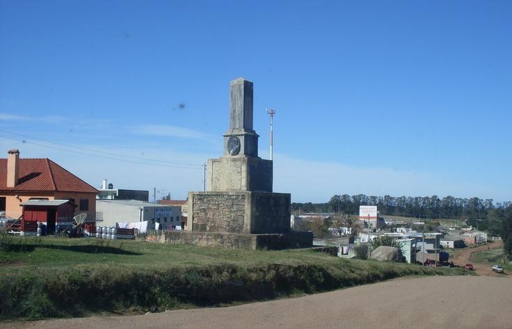 Mojón de frontera Uruguay / Brasil en la localidad de Aceguá, Departamento de Cerro Largo.
