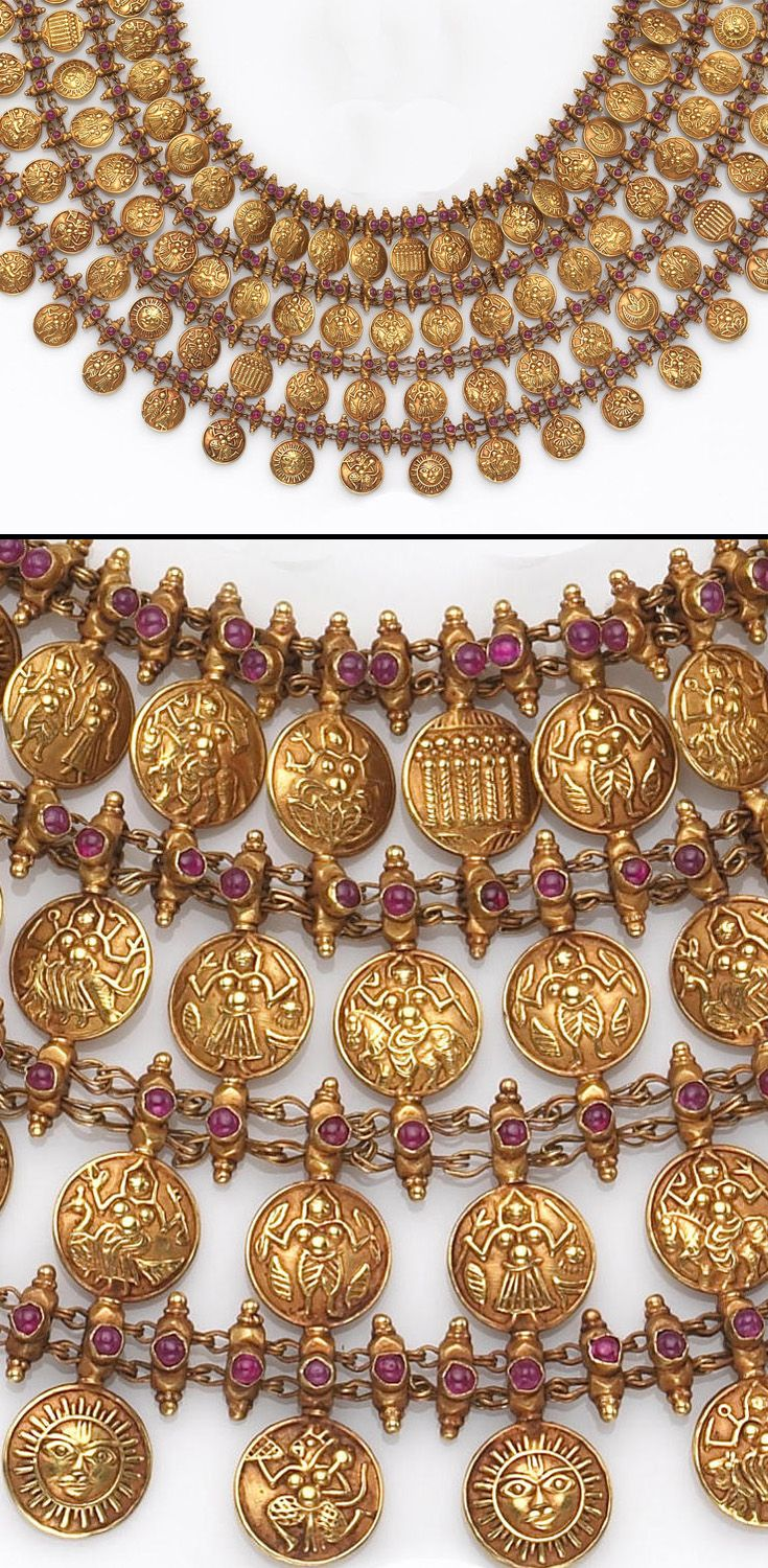 India | Necklace; 22k with rubies. In curvilinear fashion with alternating rows of embellished coin like gold links depicting a variety of images, to horizontal rows of mesh granulated florets; the reverse embellished with coin motif and florets | 7'800$ ~ (June '07)