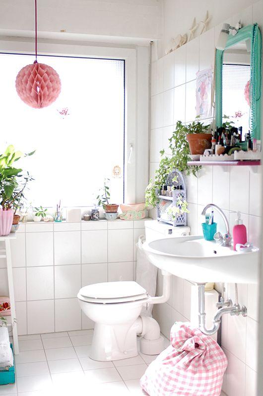 IKEAのマットがかわいい。テーブルに、トイレに、北欧カラーを取り入れて   iemo[イエモ]