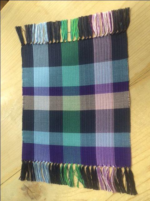 機織り機で作ったランチョンマット。祖母の家に機織り機があるため、機織りは幼少期から身近に感じていた。