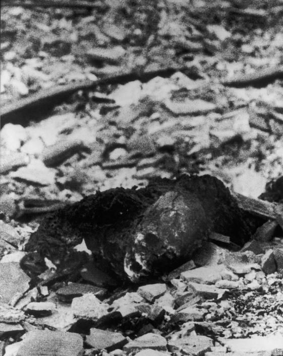 The charred body of a victim in the epicenter area of Nagasaki. photo @ Yosuke YAMAHATA/MAGNUM distribution