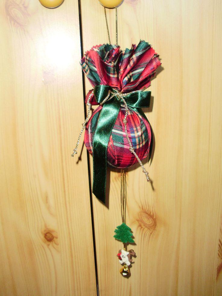 Karácsonyi gömb dekoráció