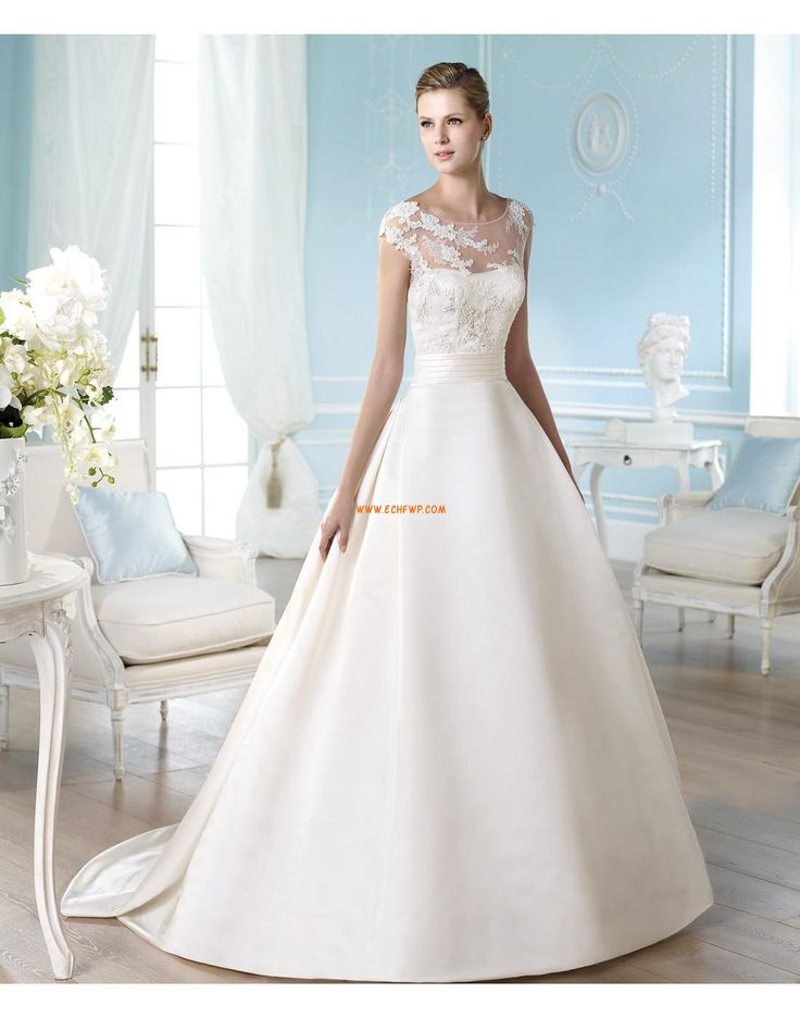 Garden/Outdoor Court Train Appliques Designer Wedding Dresses