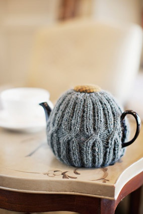 Knitting pattern for a very chic tea cosy