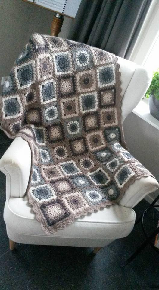 Deken Gehaakt met Lima wol van dropsdesign (garnstudio). Op hun website is ook het patroon te vinden.