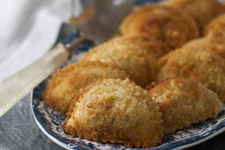 Te explicamos paso a paso, de manera sencilla, la elaboración de la receta de pasta fresca rellena frita. Ingredientes. Tiempo de elaboración