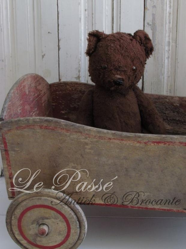 """""""Love!"""" ~ Where are you going Ted? France is a long ways away...jist sayin."""