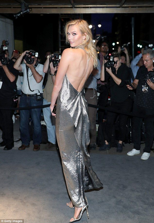 Karlie Kloss stuns in backless gown at Tom Ford party Blondes - sch ller k che gala