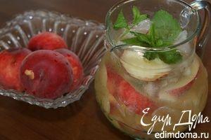 Сангрия из белого вина с персиками
